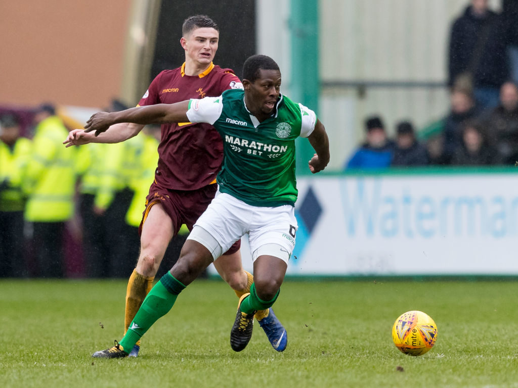 Hibs hero doesn't believe manager is fighting for his job