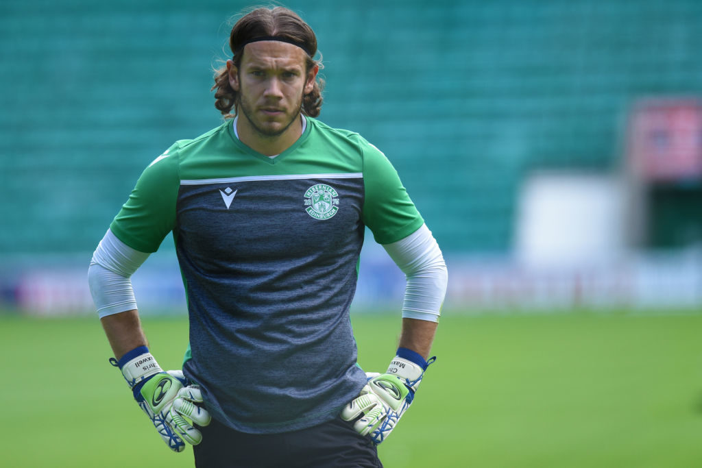 'It's a sickener' - Goalkeeper urges change to how Hibs manage games
