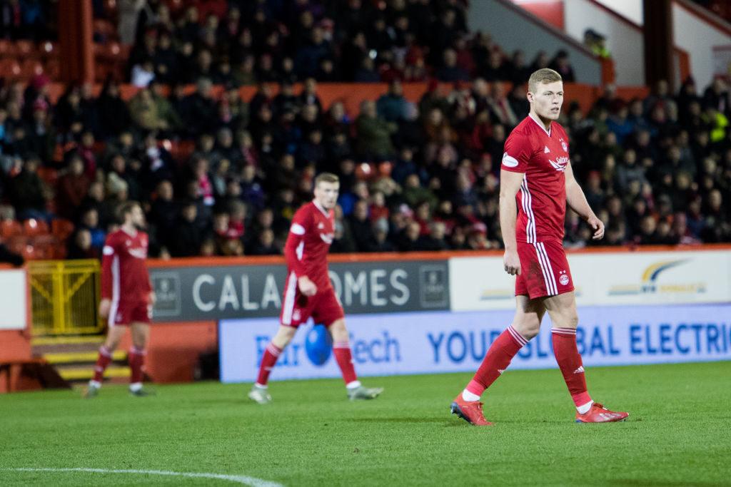 Goalkeeper urges Aberdeen pals to help out striker more