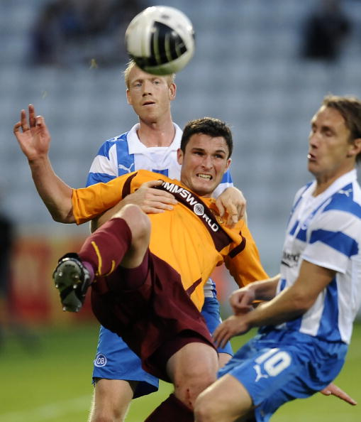 Motherwell's John Sutton (L) vies for th
