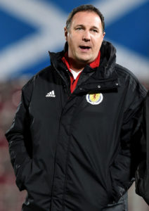 Former Watford manager Malky Mackay has been linked with a move to Queen's Park.