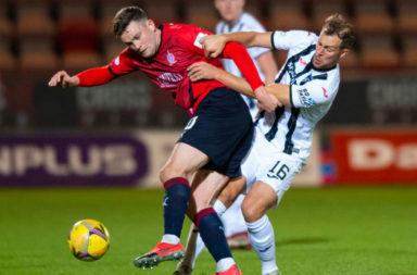 Steven Whittaker in action for Dunfermline