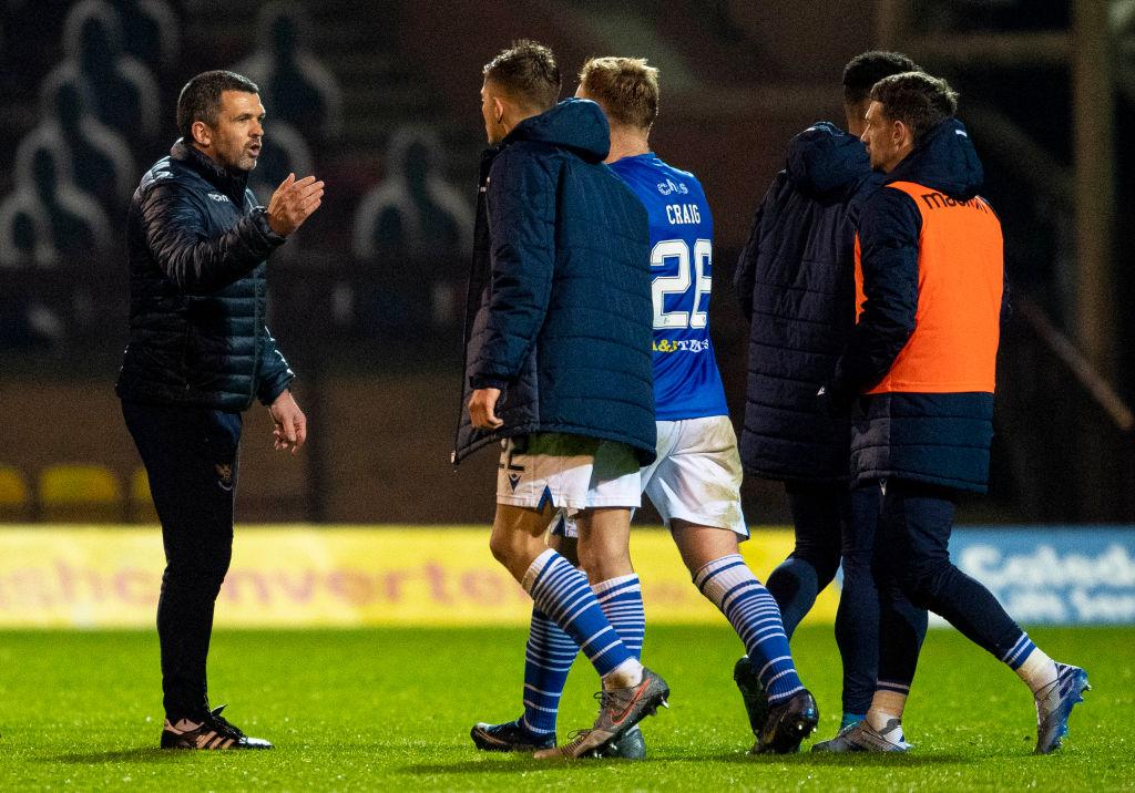 Callum Davidson congratulates his players after beating Motherwell