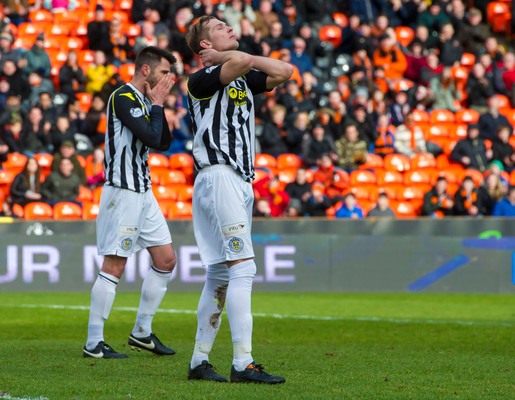 09/02/14 WILLIAM HILL SCOTTISH CUP 5TH RND.DUNDEE UTD v ST MIRREN.TANNADICE - DUNDEE.Frustration for St Mirren's Marc McAusland and Steven Thompson.