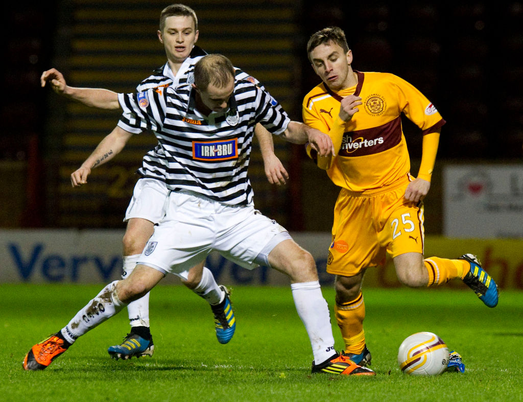 07/01/12 WILLIAM HILL SCOTTISH CUP 4TH RND.MOTHERWELL V QUEENS PARK.FIR PARK - MOTHERWELL.Steven Lawless (right) is closed down by Queen's Park duo Ian Watt and Jamie Longworth (centre)