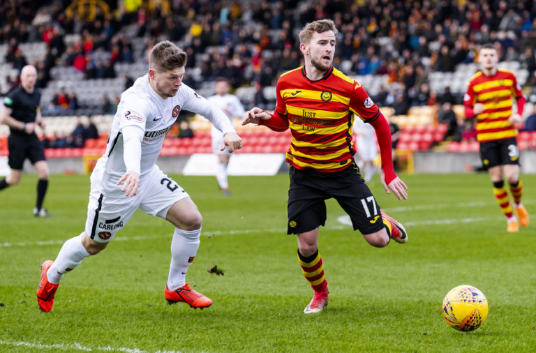 09/03/19 LADBROKES CHAMPIONSHIP.PARTICK THISTLE V DUNDEE UNITED.THE ENERGY CHECK STADIUM AT FIRHILL - GLASGOW.Partick's Craig Slater and Dundee United's Cammy Smith chase down the ball