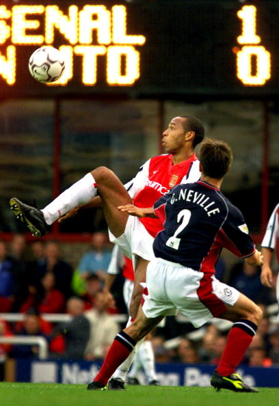 Arsenal's Thierry Henry (L) tries to control the b